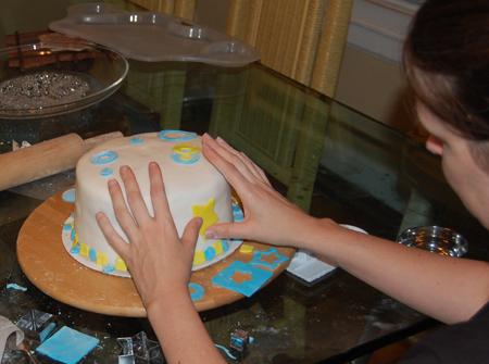 طرز درست ماکت کیک تولد آموزش تزیین کیک گام به گام ( تصویری)