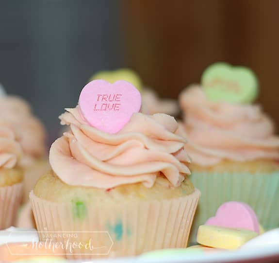 conversation heart valentine's day cupcakes