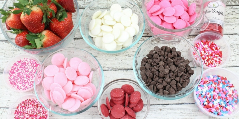 So easy to make pink and white choocolate covered strawberries