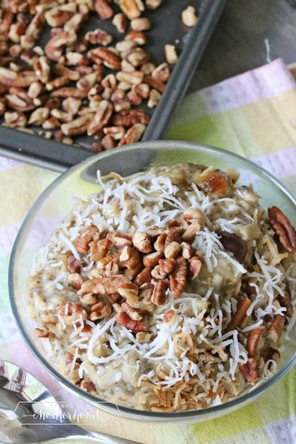 No sugar pecan oatmeal for a healthy and quick breakfast!